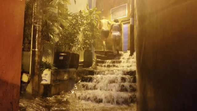 里约热内卢暴雨引发洪灾,已致10死