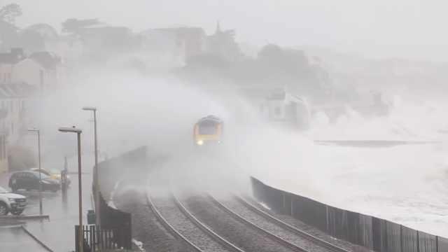 英最恐怖火车站:不关窗可能被淹死