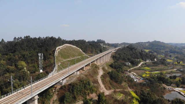 成贵铁路四川段即将开通