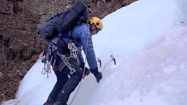 顺着冰瀑往上爬,他们是怎么做到的