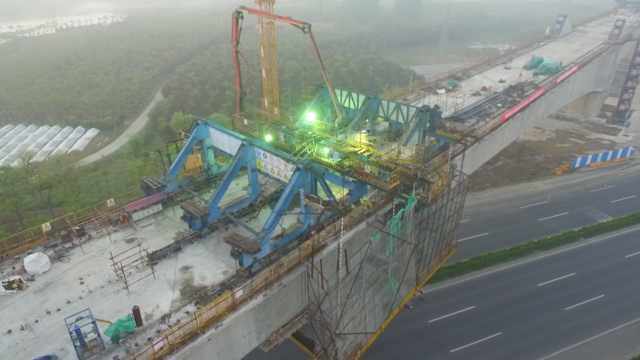 合安高铁最大连续梁拱桥,成功合龙