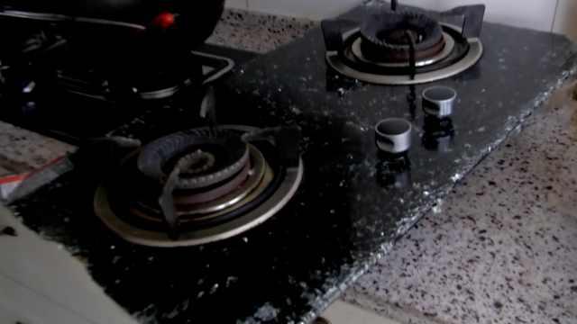 燃气灶钢化玻璃爆裂,厂家:有爆破率