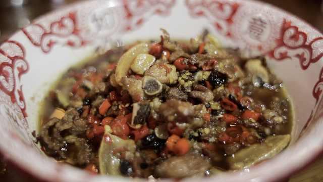 研制湘菜大炒肉,厨师试菜吃胖20斤