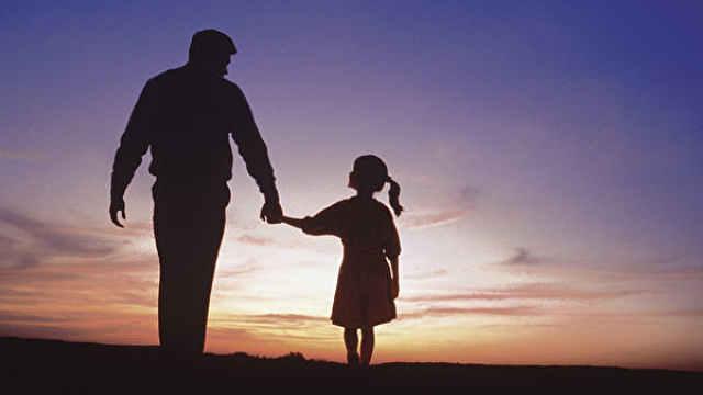 """""""坏""""父亲会消极影响女儿择偶观"""