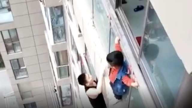 男孩14楼外墙大哭,脚下冒出蜘蛛侠