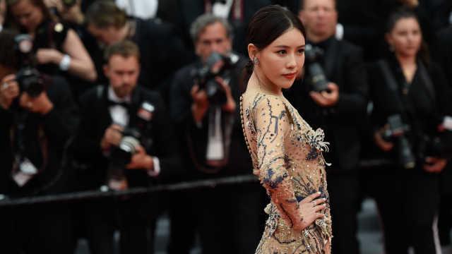 戛纳电影节开幕,网红蹭红毯惹争议
