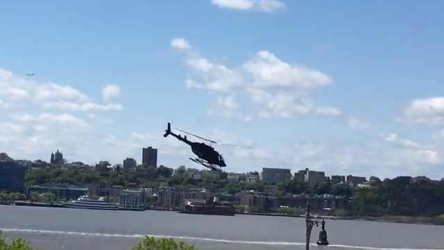 纽约一直升机坠河,目击者拍下全程