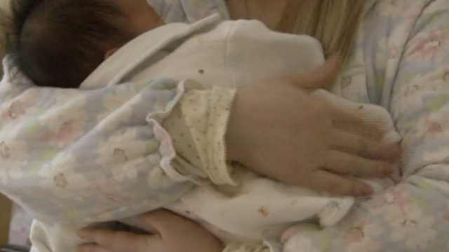 花2万住月子中心,17天女婴被摔地上
