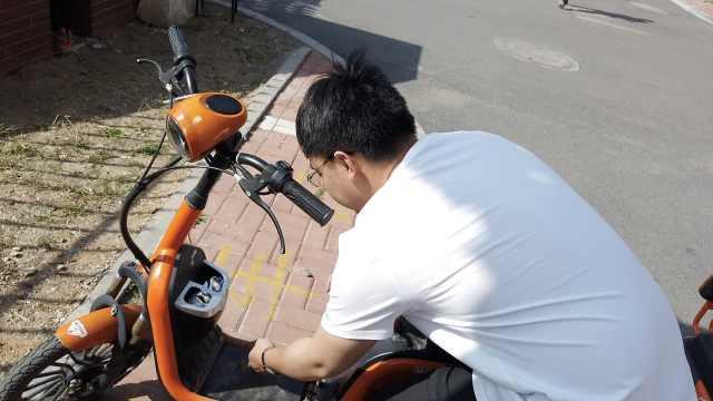 男生校园投放共享电单车:遏制黑车