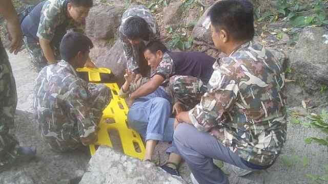 怀孕3个月中国游客在泰国公园坠崖