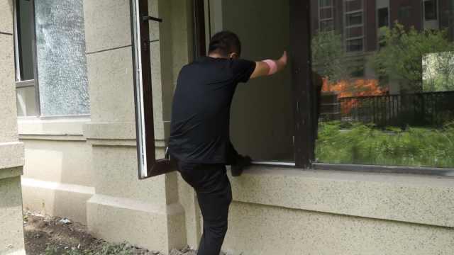 1楼业主收房发现无进户门:让爬窗