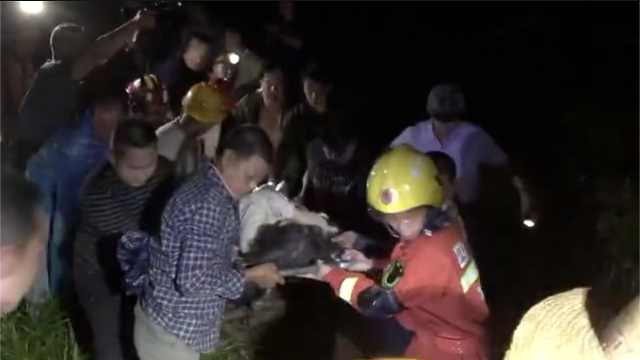最新!宜宾地震,消防废墟中救出2人