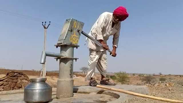 高温干旱村民撤离,印度村庄快空了