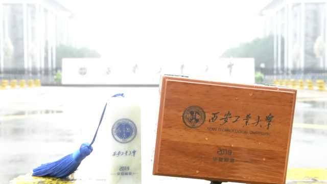 酸了!高校送4500毕业生蓝田玉印章