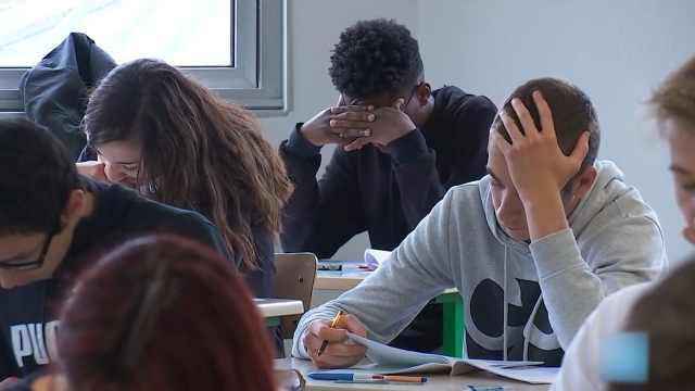 """周濂:""""法国高考作文""""考的是哲学"""