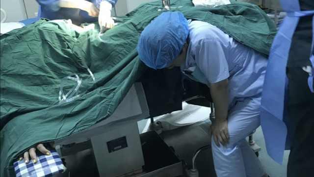 孕妇脐带脱垂,她托举半小时保住2命