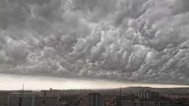 奇观!内蒙古现大片黑云如群山压顶