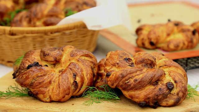 葡萄与培根的瑞典面包卷
