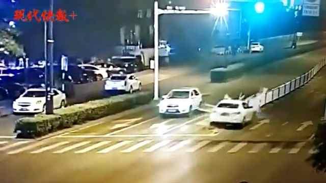 女司机驾豪车撞护栏,丢下女儿跑了