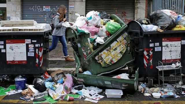 罗马垃圾泛滥发臭,引发健康担忧