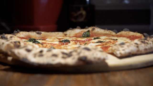 意披萨冠军徒弟开店:奖状拿到手软