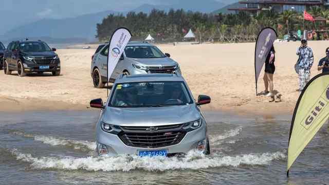 陆地开车谁都会 水里开车你会吗?