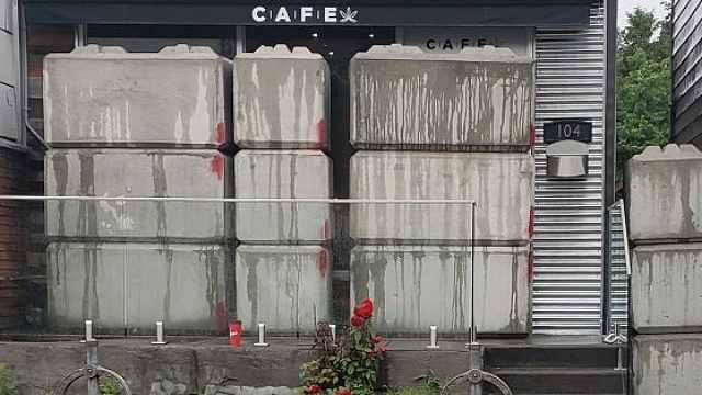 加拿大用水泥封非法药店,男子被困