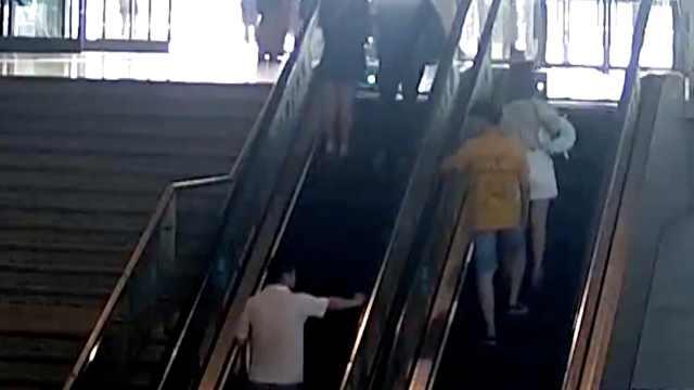 小伙偷拍裙底,频繁乘扶梯被抓现行