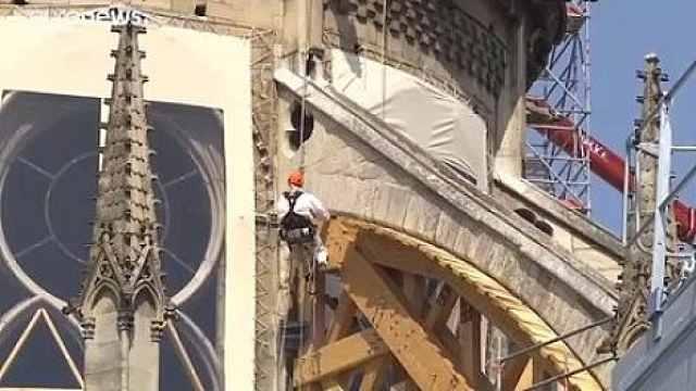 巴黎遭极端热浪,圣母院屋顶恐坍塌