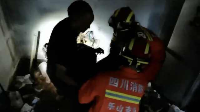山体垮塌致碎石击中民宅,女子被埋