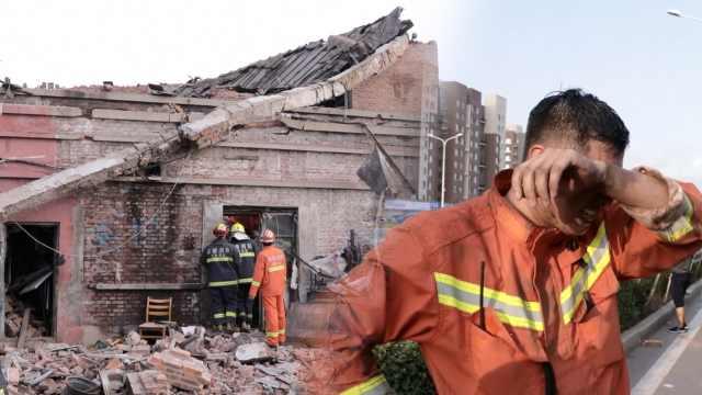 老楼坍塌埋人,消防徒手救援热中暑