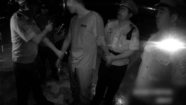 刑拘!男子火车上醉酒撒泼当众袭警