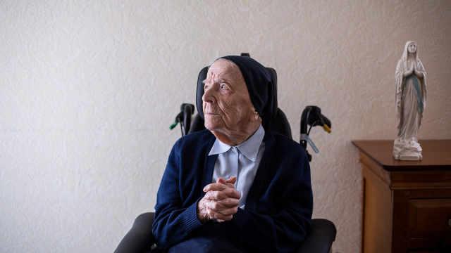 爱巧克力!115岁修女成欧洲长寿冠军