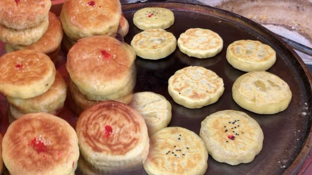 她手工烤制陕北土月饼,为五仁正名