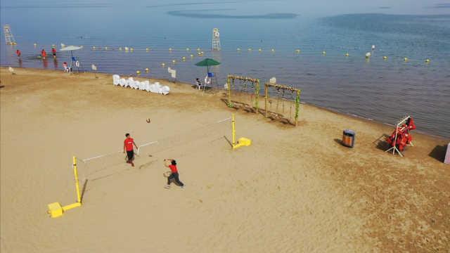 博斯腾湖水面大,冬夏来尝万人鱼宴