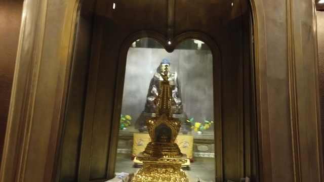 穿拖鞋游曼谷,卧佛寺的门神是关羽