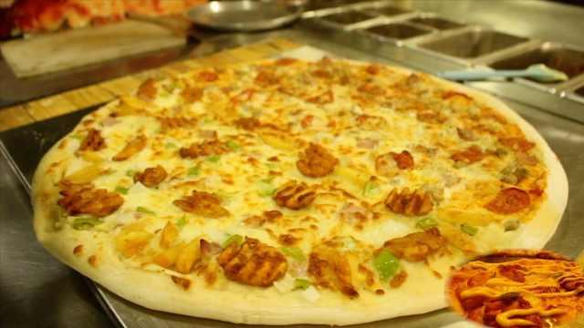 26寸!井盖那么大的披萨,好吃划算