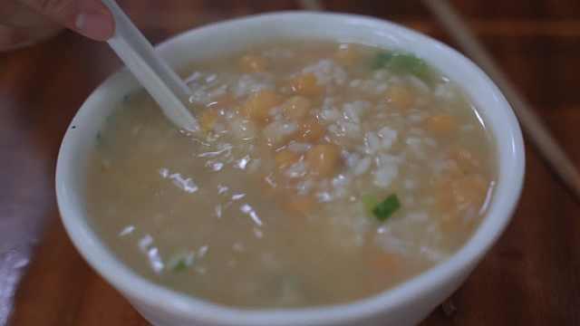 这家豆汤饭卖了百年,铁粉遍布成都