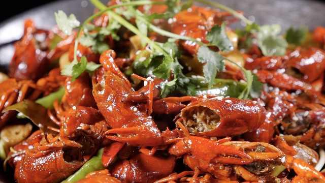 小龙虾这样做,汤汁泡饭香到流口水