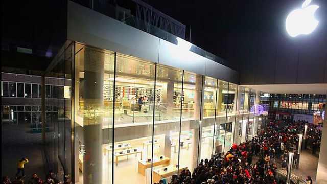 苹果店新iPhone卖现货,长队排1小时