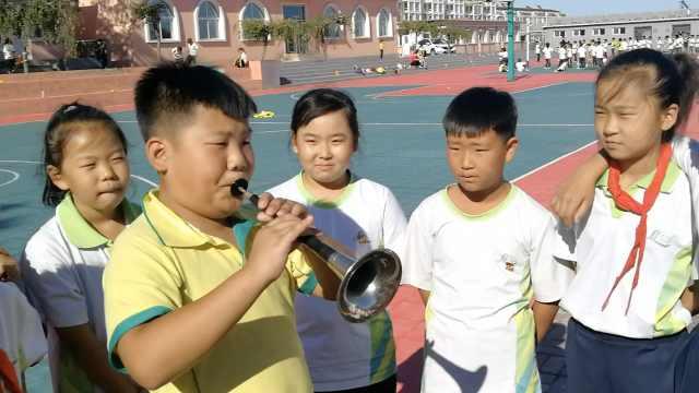 11岁男孩吹唢呐获百万粉:不能骄傲