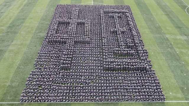 超燃!2500学生摆巨型方阵献礼祖国