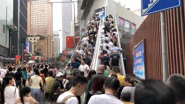 网红重庆第一天,游客:挤到想回家
