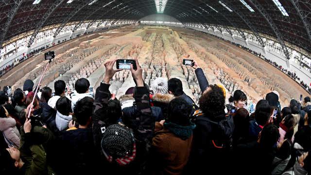 直播:西安游人气旺,10万人赴兵马俑