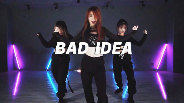 翻跳《BAD IDEA》,轻快舞步