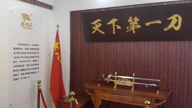 揭秘中国阅兵指挥刀:镶嵌57颗宝石