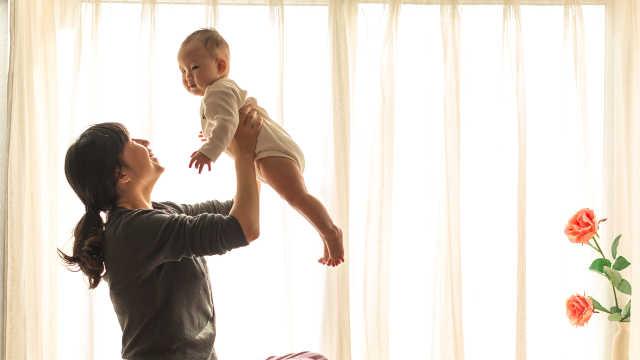婴儿期母婴互动影响孩子成人后情商