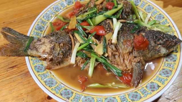 漓江啤酒鱼:鱼肉鲜辣,不带一点腥味
