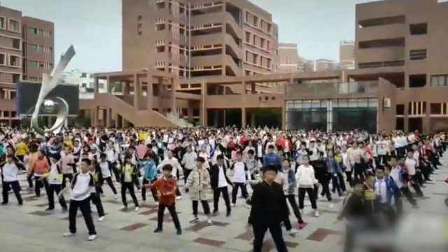 真时尚!千名学生课间跳张艺兴舞蹈