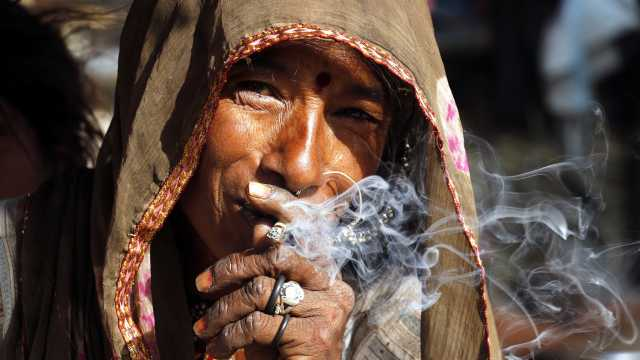 """可怕!研究:大量吸煙讓人""""顯老"""""""